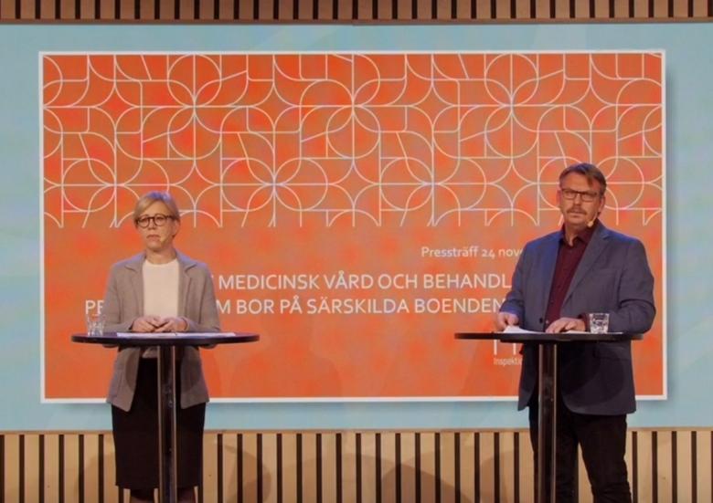 Sofia Wallström, generaldirektör på Ivo, och Peder Carlsson, avdelningschef på Ivo, under en presskonferens om individuell vård inom äldrevården.